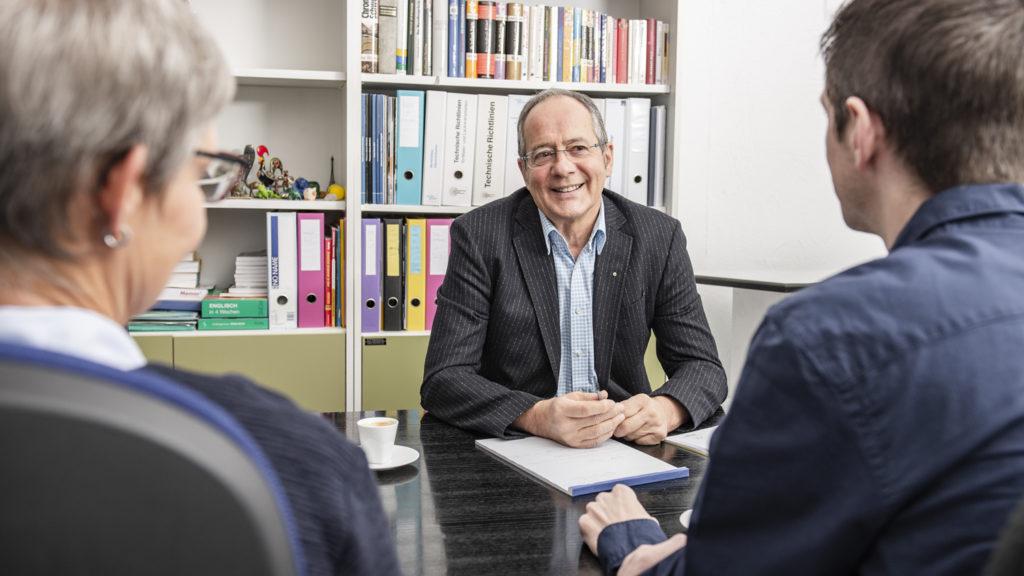Konflikte im KMU Rolf Düggelin Besprechung mit Kunden
